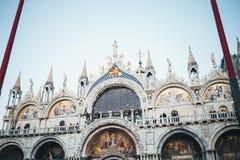 建筑学门面在米兰,意大利 免版税库存图片