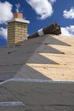 建筑家庭房子维护屋顶木瓦 免版税库存照片
