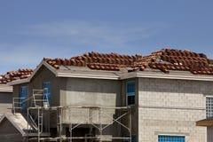 建筑家庭新的屋顶 免版税图库摄影