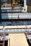 建筑屋顶工作者 免版税库存照片