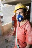 建筑屏蔽垂直的佩带的工作者 免版税库存图片