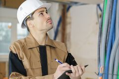 建筑工人检查概念的计划contructor 免版税库存图片