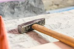 建筑工具-锤子特写镜头照片为整修的 免版税库存照片
