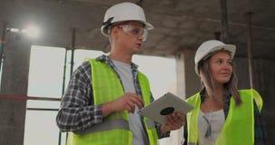 建筑工程师画象工作在建筑工地的 影视素材