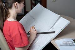 建筑师准备在一张白色图画的图画与统治者和铅笔 库存照片