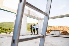建筑师和工作者建造场所的 免版税图库摄影