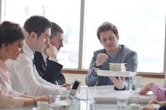 建筑师在会议的企业小组 免版税图库摄影