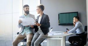 建筑师的图片开会议在办公室 免版税库存照片