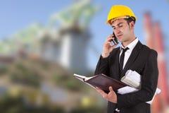 建筑师联系在移动电话 免版税库存照片
