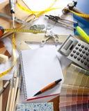 建筑师设计员服务台笔记本螺旋工作&# 库存照片