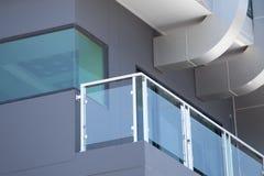 建筑现代样式铝路轨和秋天保护tem 库存图片