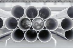 建筑用管道输送被堆积的pvc站点 库存照片