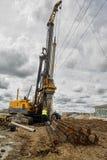 建筑用起重机移动电话站点 秋明州 俄国 免版税库存图片