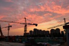 建筑黄昏现出轮廓站点日落 库存照片