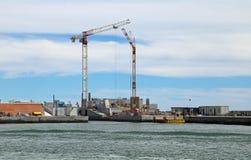 建造场所在建造的水坝海 免版税图库摄影