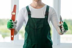 建造者工具在男性手上 免版税图库摄影