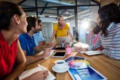 开偶然企业的队会议 免版税库存图片