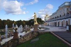 开化极大的历史记录博物馆一停放peterhof俄语的喷泉 图库摄影