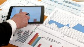 开发企业项目的商人和 股票视频