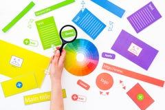 开发的互联网网站 网站设计观念 元素,块,仪器,工具为在白色背景做站点 库存图片