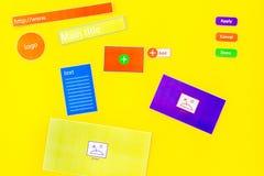 开发的互联网网站 网站设计观念 元素,块,仪器,工具为在黄色做站点 库存图片