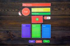 开发的互联网网站 网站设计观念 元素,块,仪器,工具为在黑暗木做站点 免版税库存图片