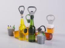 开启者或瓶盖启子在背景 库存照片