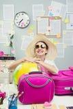 离开在假期的快乐的雇员 免版税库存照片