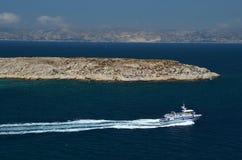 离开堡垒的小船,如果在马赛旁边港口  免版税库存图片