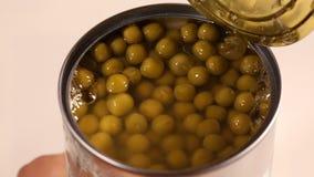 开头被保存的绿豆锡罐用手 股票视频