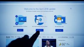 开始与Internet Explorer手指按 免版税库存照片