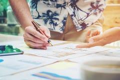 开始企业队会议研究新的企业项目 免版税库存照片