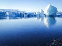 开始冬天在冰川盐水湖,冰岛 库存图片