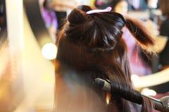 开始到卷曲的头发 库存图片