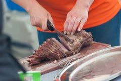 开始剪切肉 免版税库存图片