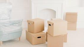 开始新的生活现代公寓的移动的家 影视素材