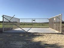 开始新的车库建筑 免版税库存图片