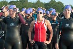 开始游泳者triathlete的线路 免版税库存图片