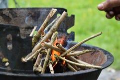 开始烤肉的火 库存照片