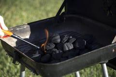 开始的木炭发火焰 库存照片