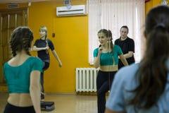 开始训练在体育俱乐部猕猴桃在2的基洛夫市 免版税库存图片