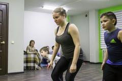 开始训练在体育俱乐部猕猴桃在2的基洛夫市 免版税图库摄影