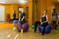 开始训练在体育俱乐部猕猴桃在2的基洛夫市 图库摄影