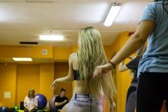 开始训练在体育俱乐部猕猴桃在2的基洛夫市 免版税库存照片