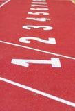 开始轨道。排行在一条红色连续轨道 免版税库存图片