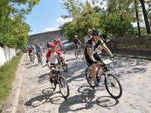 开始非职业骑自行车者 免版税库存照片
