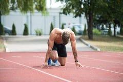 开始Sprint的短跑选手 免版税库存图片