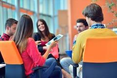 开小组年轻企业的专家会议 免版税库存照片