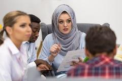 开小组年轻企业的专家会议 免版税图库摄影