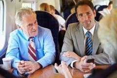 开小组的买卖人关于火车的会议 免版税库存图片